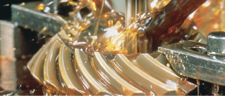 Sử dụng dầu bôi trơn trong hệ thống bánh răng máy móc công nghiệp nặng